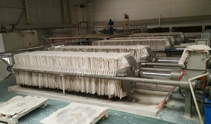 河南程控压滤机过滤室内泄漏的原因是什么及三点解决压滤机滤布渗透力问题