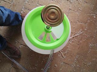脚踏式冲厕器