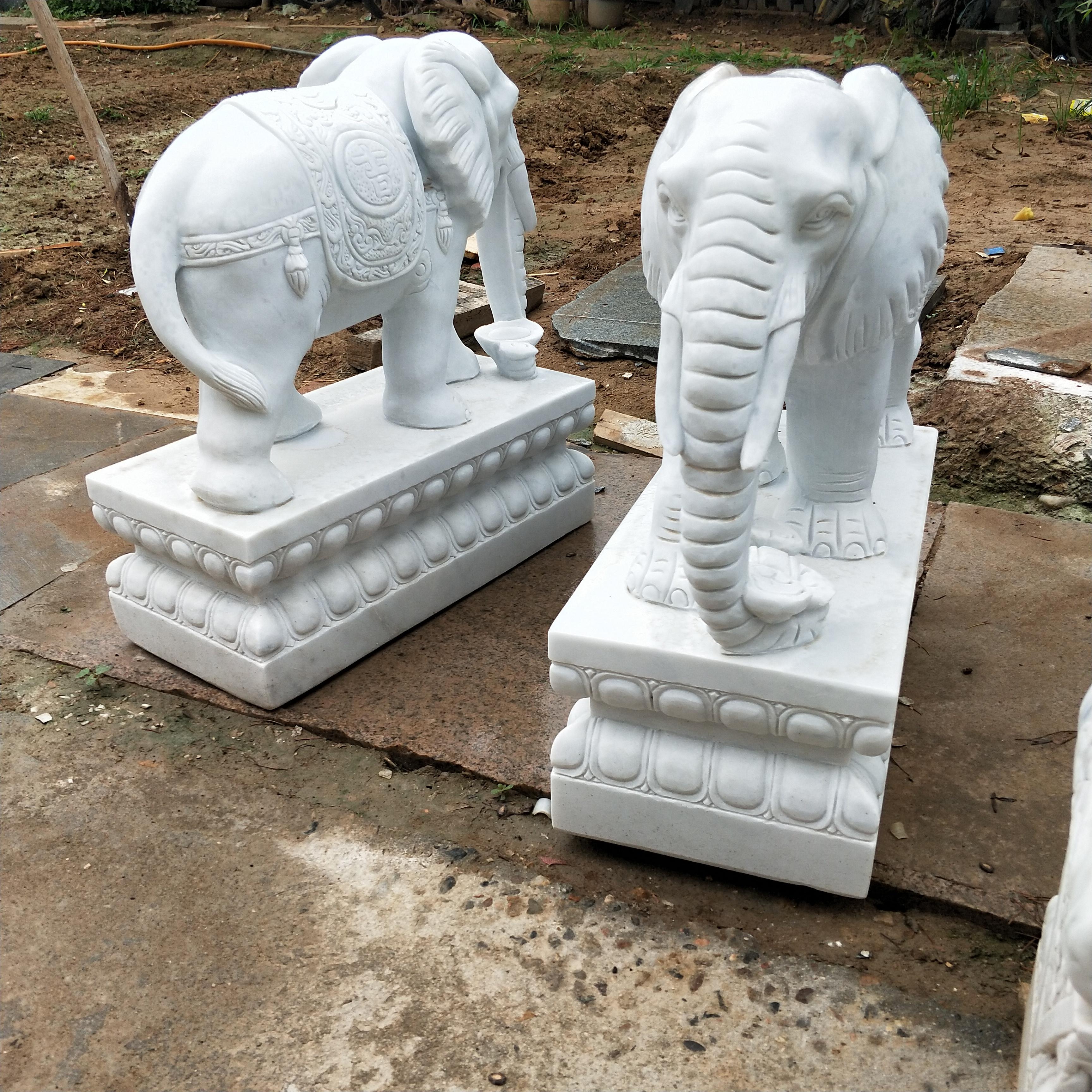 石雕晚霞红象