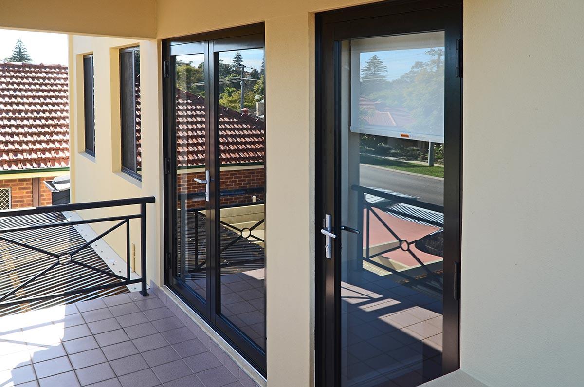铝合金门窗和塑钢门窗哪个好