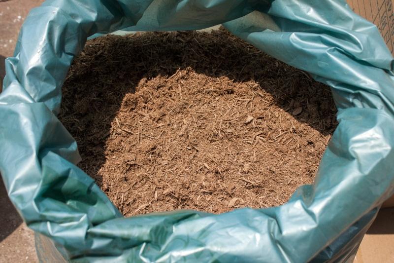 信誉好的有机覆盖物泥炭木屑供应商推荐 花卉营养土价格