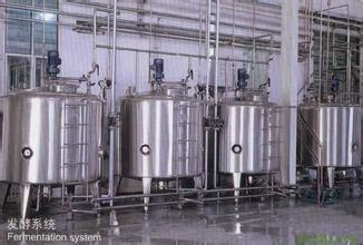 发酵罐,指工业上用来进行微生物发酵的装置。其主体一般为用不锈钢板制成的主式圆筒,其容积在1m3至数百m3。在设计和加工中应注意结构严密,合理。 能耐受蒸汽灭菌、有一定操作弹性、内部附件尽量减少(避免死角)、物料与能量传递性能强,并可进行一定调节以便于清洗、减少污染,适合于多种产品的生产以及减少能量消耗。