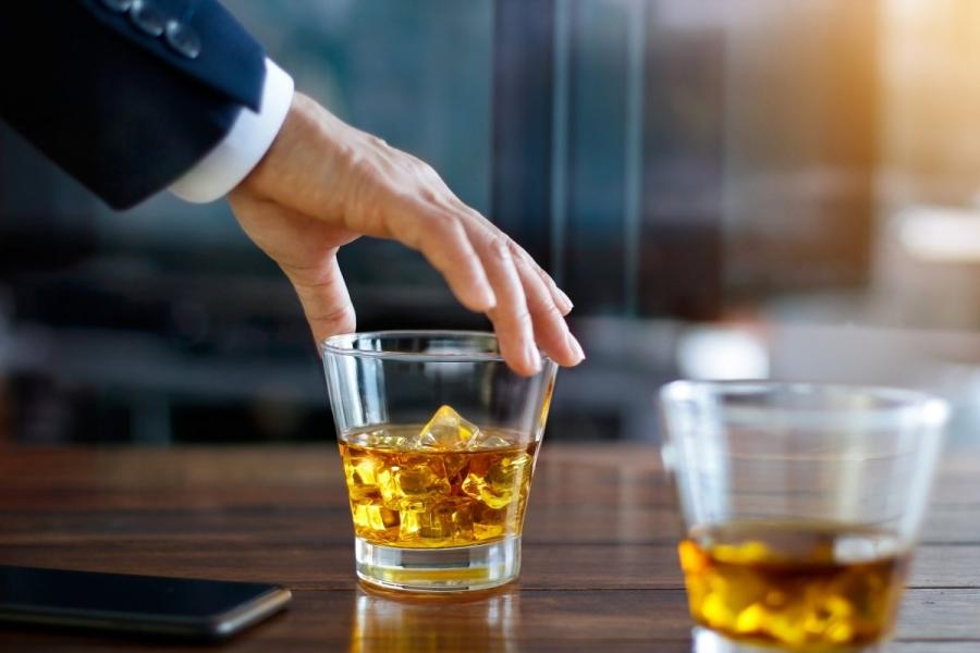 「威士忌贴牌商家」威士忌喝法、十大品牌、鉴别方法、分类